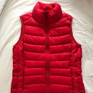UNIQLO Ultra Light Down Red Vest XS - NEW NWOT !
